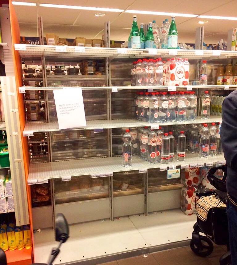 Empty water supply supermarket