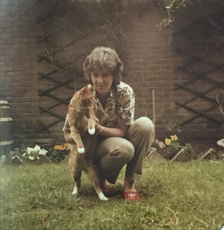 Maatje van der Hoek met Joep de kat